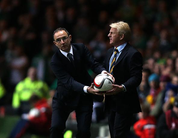 В Глазго сошлись принципиальные соперники - сборные Шотландии и Ирландии. На фото главные тренеры команд - Мартин О'Нил (слева) и Гордон Стракан соответственно.