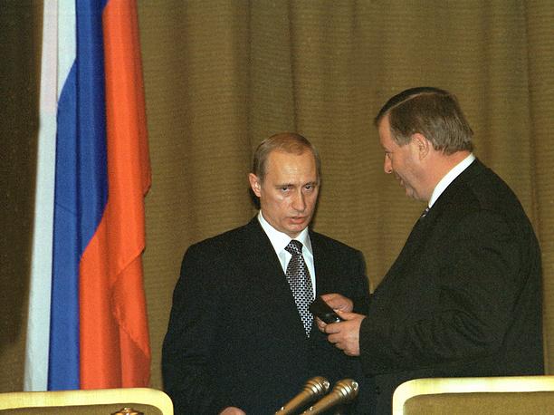 Первое послание Владимира Путина было оглашено 8 июля 2000 года. Перенос выступления с начала года на середину был связан с президентскими выборами. Вновь избранный глава государства выступал 48 минут. Он, в частности, говорил о борьбе с теневой экономикой, ужасающей демографической ситуации. На фото: Владимир Путин и спикер Госдумы Геннадий Селезнев после оглашения послания, 8 июля 2000 года