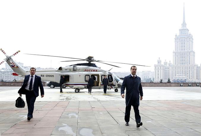 13 октября. Премьер-министр РФ Дмитрий Медведев перед встречей с премьером Госсовета Китайской Народной Республики Ли Кэцяном в Доме правительства РФ