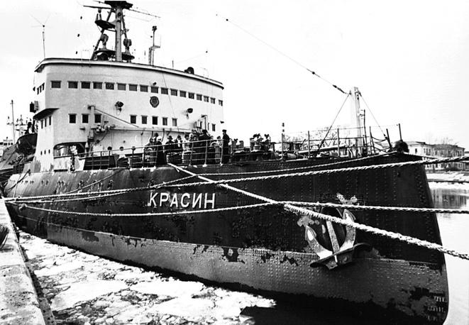 """""""Красин"""" в день своего 80-летия, Санкт-Петербург, 1996 год"""