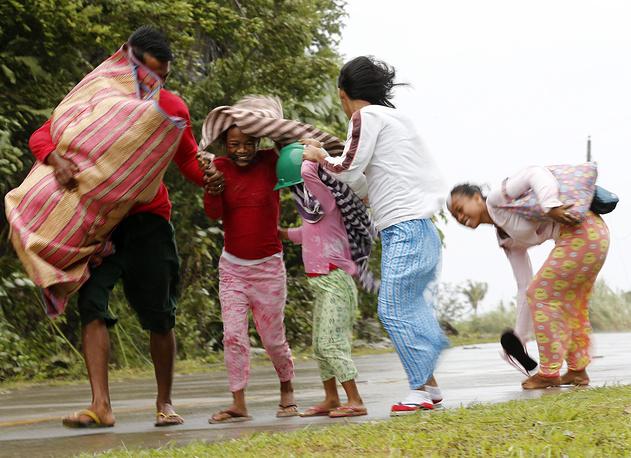 6 декабря порывы ветра превысили 75 м/с. В районы эвакуации были направлены продовольствие и медикаменты