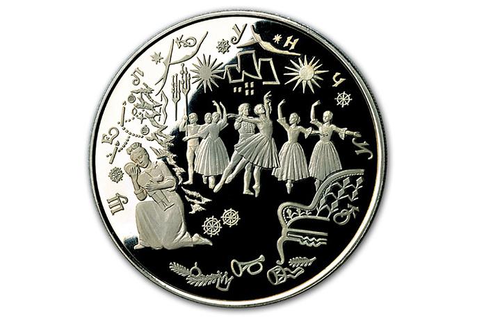 """Серебряная монета """"Щелкунчик""""( из серии """"Русский балет"""") номиналом 100  руб. Изготовлена из серебра 900-й и 1000-й проб. Вес - 1111,12 г"""
