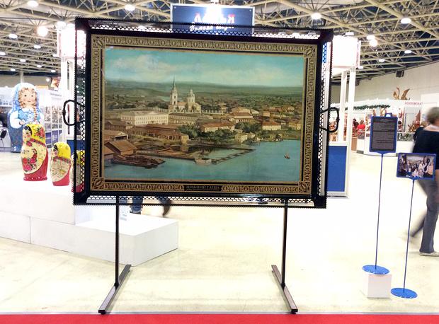 Расписной поднос на выставке в Москве