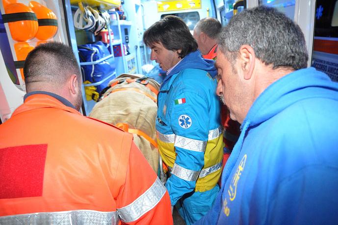 На борт судна прибыл медицинский персонал для оказания помощи пассажирам