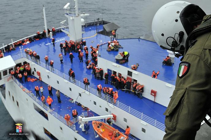 Операция по спасению пассажиров продолжается
