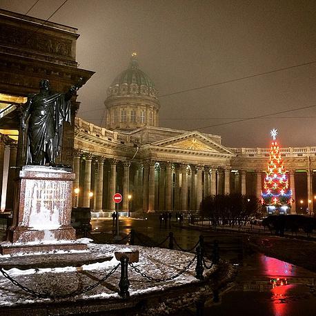 Новогодняя елка у Казанского Собора в Санкт-Петербурге