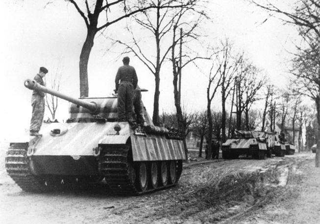 Немецким командованием был разработан план, в соответствии с которым 25 дивизий, в том числе семь танковых, должны были нанести удар через Арденны на Антверпен и разбить англо-американские силы в Бельгии и Нидерландах