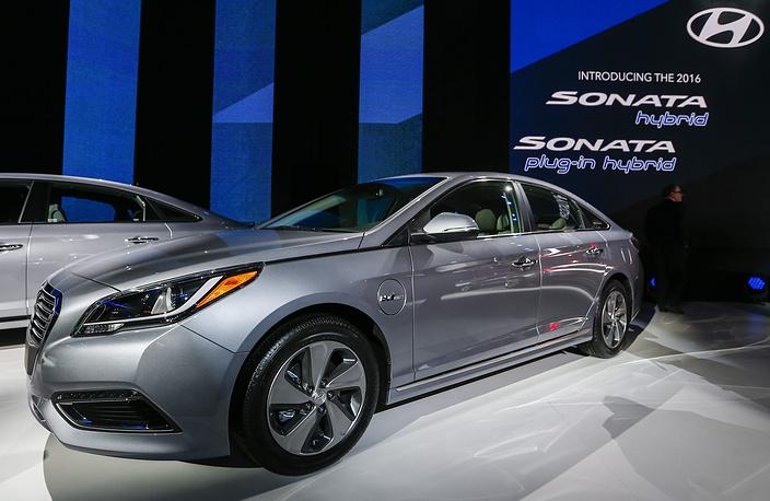 Седан Hyundai Sonata с гибридной силовой установкой plug-in