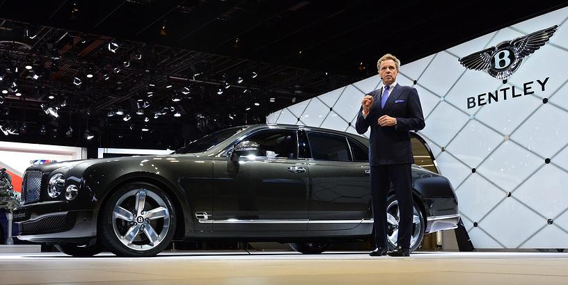 Генеральный директор Bentley Вольфганг Дюрхаймер представляет автомобиль Bentley SUV Bentayga