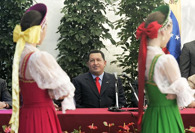 Президент Венесуэлы Уго Чавес во время открытия Культурного центра латиноамериканской интеграции имени Симона Боливара в здании Государственной библиотеки зарубежной литературы имени Рудомино в Москве, 2007 год