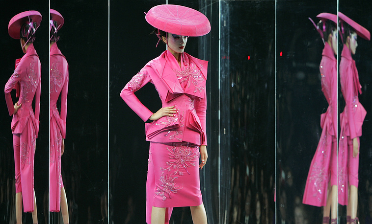 Показ весенне-летней коллекции haute couture модного дома Christian Dior, 2007 год