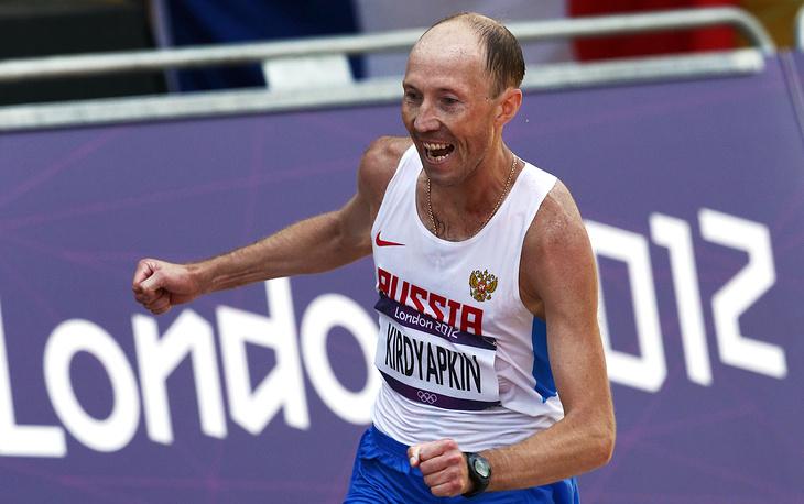 Сергей Кирдяпкин дисквалифицирован на три года и два месяца из-за отклонений в показателях биопаспорта. На фото: Сергей Кирдяпкин, завоевавший золотую медаль по спортивной ходьбе на 50 км на Олимпиаде 2012 года в Лондоне
