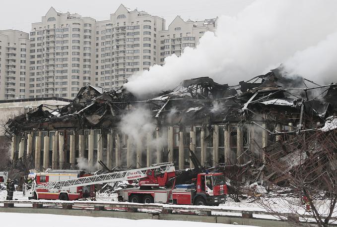 Пожар в здании фундаментальной библиотеки института РАН на Нахимовском проспекте в Москве уничтожил 15% хранившихся там экземпляров книг. Часть изданий, по словам президента РАН Владимира Фортова, может быть восстановлена