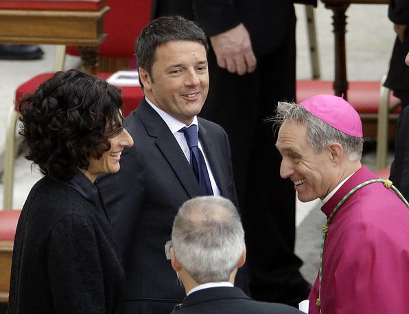 Премьер-министр Италии Маттео Ренци (второй слева) в браке с Аньезе Ландини (слева) с 1999 года. У пары трое детей: два сына и дочь
