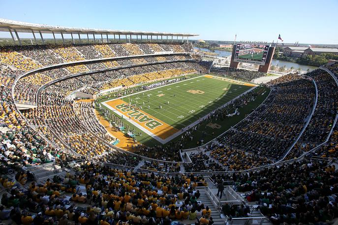 """""""МакЛэйн Стэдиум"""" (McLane Stadium), располагается в американском городе Вако. Вместимость: 45,1 тыс. зрителей. Домашняя арена клуба """"Бэйлор Беарз"""". Ввод в эксплуатацию: август 2014 года"""