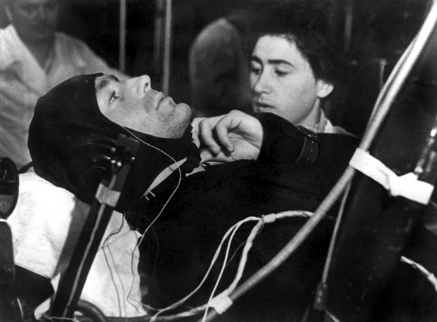 Летчик-космонавт майор Герман Степанович Титов на центрифуге во время тренировок перед полетом в космос,1961 год