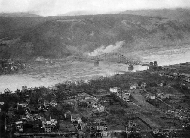 Мост был построен во время Первой мировой войны по проекту Карла Винера, архитектора из Мангейма. Длина моста составляла 325 м, а высота над средним уровнем воды — 14,8 м. Самая высокая точка была 29,25 м. Мост имел две полосы движения и пешеходную дорожку