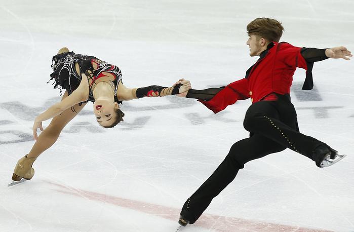 Кристина Астахова и Алексей Рогонов проводят вместе первый сезон. За их плечами бронза этапа Гран-при в России, серебро Универсиады и четвертое место на чемпионате страны