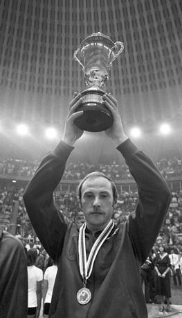 Один из лучших игроков на позиции связующего в истории волейбола Вячеслав Зайцев. Долгие годы был капитаном сборной СССР, при его участии команда завоевала золото домашней Олимпиады-1980