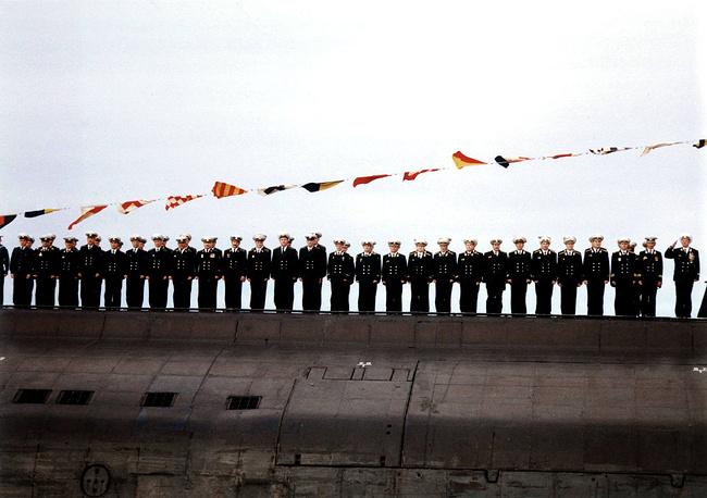 """Экипаж атомной подводной лодки """"Курск"""" перед своим последним погружением. Мурманская область, 2000 год"""