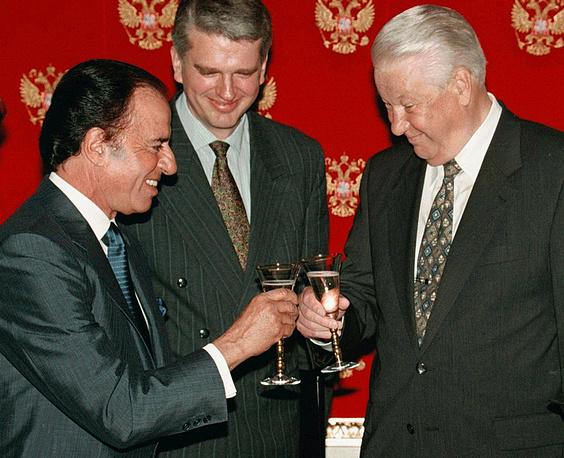 Президент РФ Борис Ельцин и президент Аргентины Карлос Менем во время встречи в Кремле, 1998 год