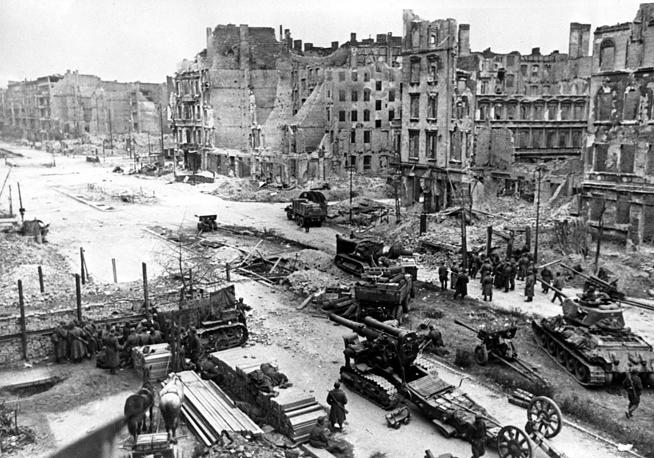Советская армия задействовала в штурме непосредственно города 464 000 человек