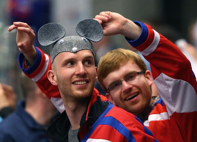 Болельщики сборной США на матче чемпионата мира по хоккею между сборными России и США