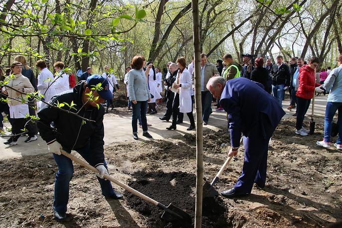 Заместитель главы Администрации Екатеринбурга Евгений Липович (справа на первом плане)