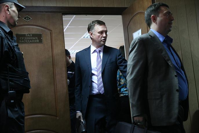 Адвокаты Евгении Васильевой Тимофей Гриднев и Дмитрий Харитонов (слева направо) после оглашения приговора в Пресненском суде