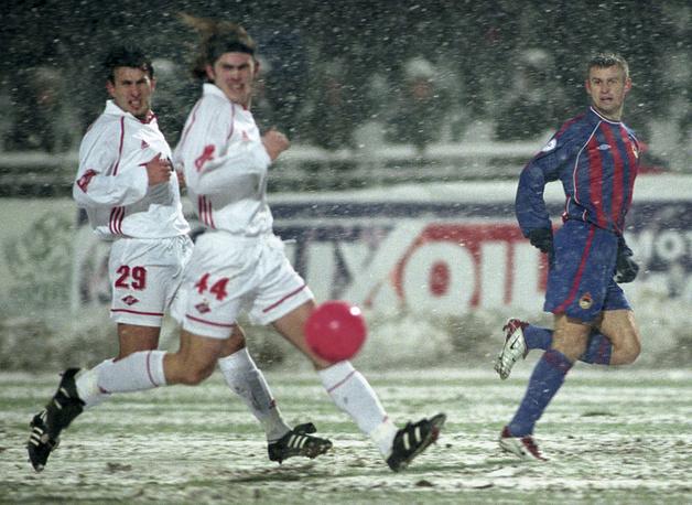 """Матч, вошедший в историю как """"снежное дерби"""". Встреча состоялась 9 ноября 2002 года. Из-за сильного снегопада начало матча было перенесено. Команды провели встречу в очень непростых условиях. Победу одержали армейцы - 2:1"""