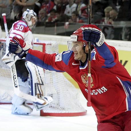 В 2009 г. в Швейцарии сборная России под руководством Вячеслава Быкова во второй раз подряд выиграла чемпионат мира. В финале россияне переиграли канадцев со счетом 2:1, автором победной шайбы стал Александр Радулов