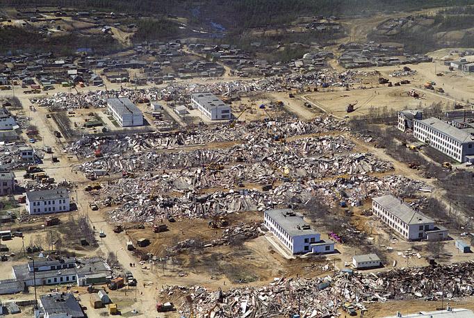 Мощное землетрясение произошло в Нефтегорске ночью 28 мая 1995 года