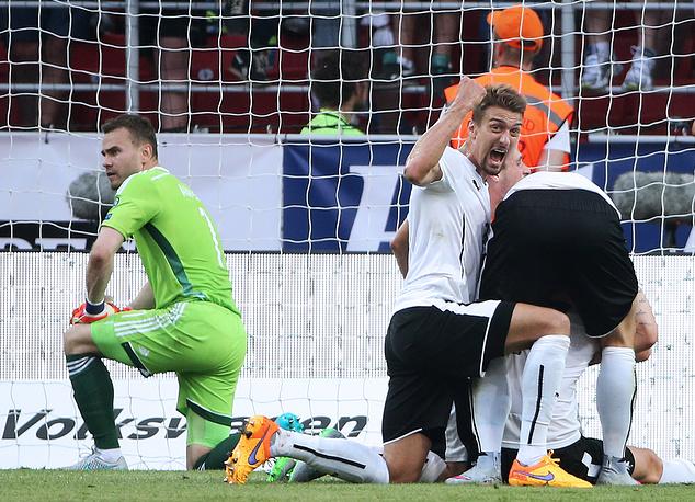 Футболисты сборной России потерпели поражение от австрийцев со счетом 0:1. Команда Фабио Капелло продолжает занимать третье место в отборочной группе Евро-2016