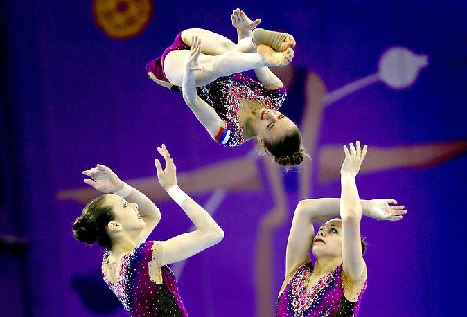 Сборная России по спортивной акробатике во время квалификационного этапа соревнований