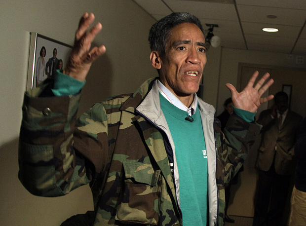 """Актер озвучания Тэд Уильямс, 57 лет. Будучи бездомным из Коламбуса, штат Огайо, Уильямс стал знаменит на весь мир после того, как на YouTube был выложен снятый водителем из окна автомобиля ролик, демонстрирующий его голос. Уильямс получил прозвище """"Бездомный с золотым голосом"""" и вскоре множество предложений о работе, позволивших ему вернуться к нормальной жизни"""