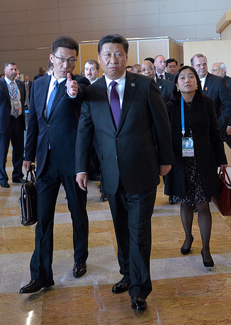 Председатель КНР Си Цзиньпин (в центре)