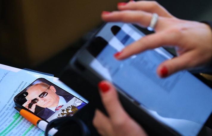 """14 июля президент Путин подписал закон о """"праве на забвение"""" в интернете. Документ дает гражданину право обратиться в поисковую систему с просьбой убрать не устраивающие его ссылки на сведения о нем"""