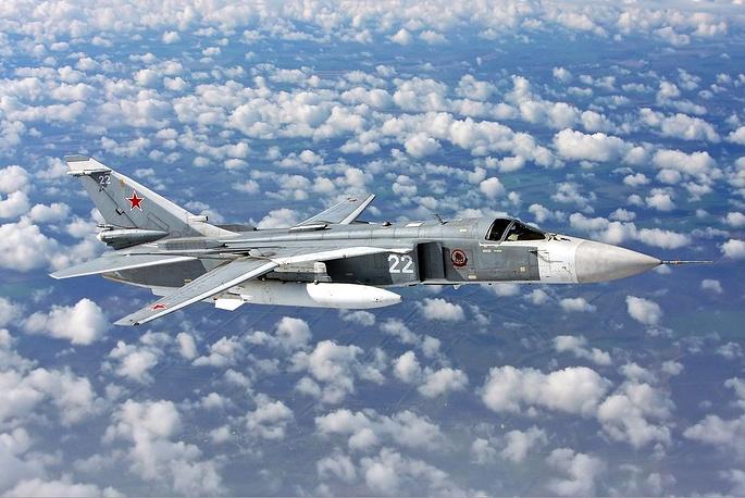 Су-24 - фронтовой бомбардировщик с крылом изменяемой стреловидности
