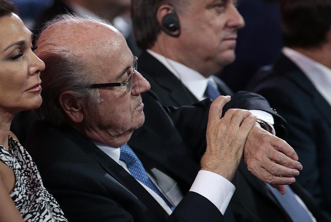 Церемония жеребьевки проходила ровно два часа. На фото: президент ФИФА Блаттер