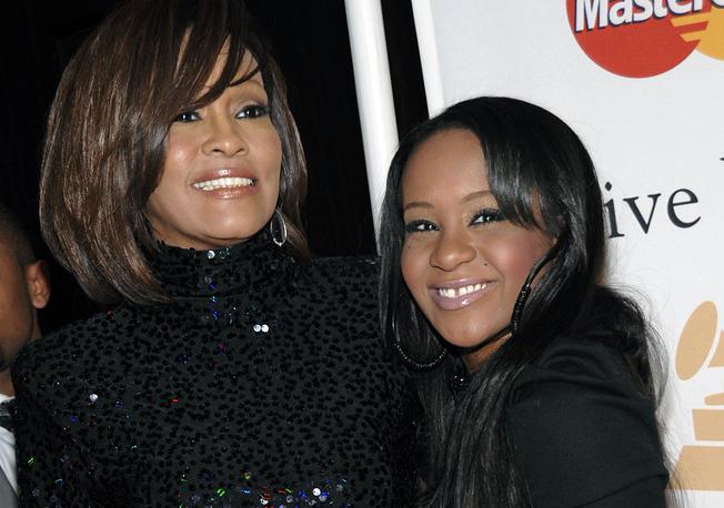 27 июля было объявлено о кончине дочери певицы Уитни Хьюстон Бобби Браун в возрасте 22 лет. Девушка около полугода находилась в коме. На фото: Уитни Хьюстон и Бобби Браун, 2011 год