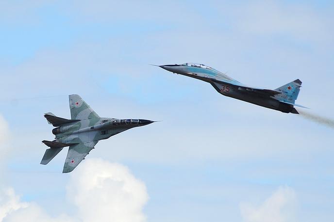 Было разработано и выпущено множество модификаций МиГ-29, включая палубные. Первый серийный самолет поступил в войска в 1983 году
