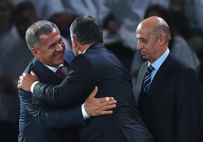 Врио президента Татарстана Рустам Минниханов, премьер-министр Венгрии Виктор Орбан и президент FINA Хулио Маглионе на церемонии закрытия чемпионата мира по водным видам спорта