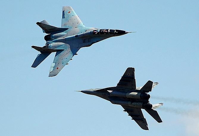 """МиГ-29 (по классификации NATO: Fulcrum) - советский и российский многоцелевой истребитель четвертого поколения. Один из самых массовых боевых самолетов России. Этот тип истребителей активно поставлялся на экспорт. Было разработано и выпущено множество различных модификаций, включая палубные. Асы из авиагруппы """"Стрижи"""" показывают на этих самолетах чудеса высшего пилотажа"""