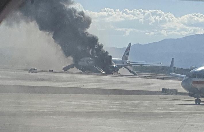 По предварительной информации, причиной пожара стало возгорание одного из двигателей