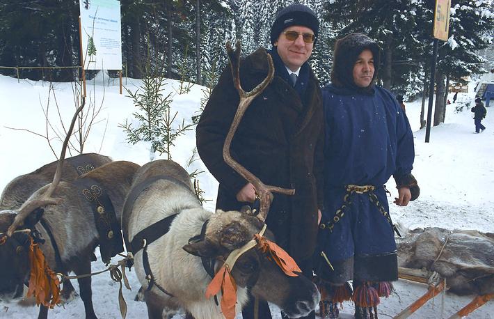 2 февраля 2003 года. Вице-премьер, министр финансов РФ Алексей Кудрин в гостях у оленеводов. Министр находился с рабочей поездкой в Ханты-Мансийске для ознакомления с инвестиционными возможностями региона