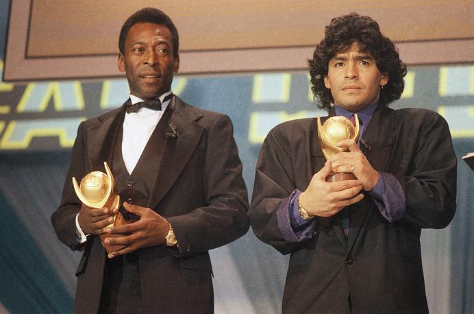Пеле и нападающий сборной Аргентины Диего Марадона на церемонии Sports Oscar, 1987 год
