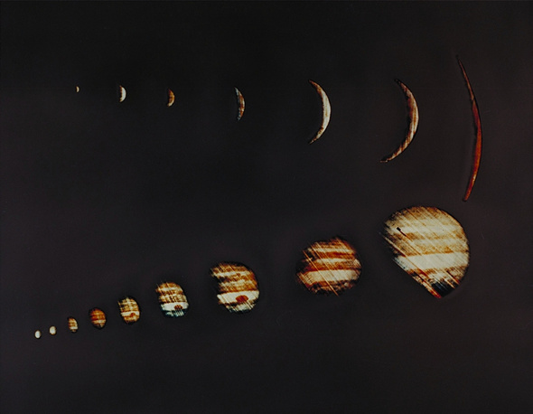 4 декабря 1973 года космический аппарат NASA Pioneer 10 передал несколько сот первых снимков Юпитера невысокого разрешения