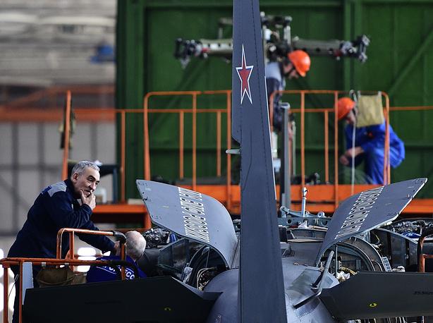 """Сборка корабельного варианта вертолета нового поколения Ка-52К """"Аллигатор"""". Приморский край"""