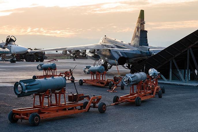 Боеприпасы на аэродроме авиабазы Хмеймим