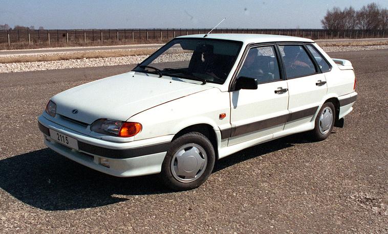 """Автомобиль """"Самара-2"""" создан в результате значительной модернизации модели ВАЗ 21099. На фото: """"Лада-2115"""""""